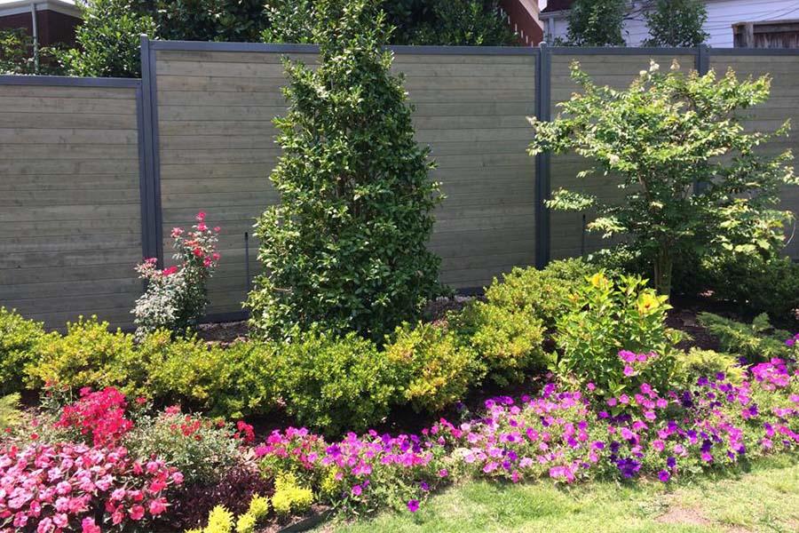 FenceTrac Роскошный горизонтальный забор с металлическими столбами и рамой