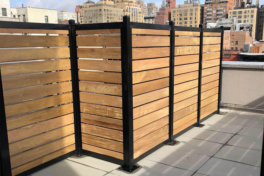 Horizontal Slat Fence With Metal Posts