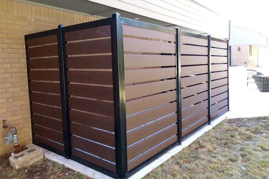 Horizontal Slat Fence With Composite Slats