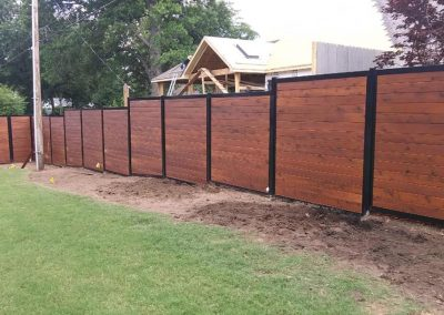 gallery2-metal-frame-fence_0019_horizpontal-cedar-stained